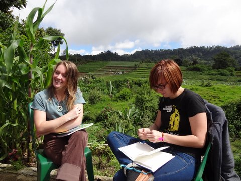 guate students in field